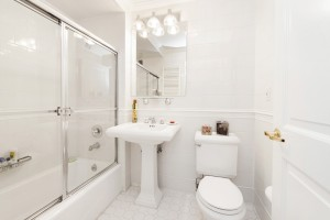 404-East-76th-Street-bathroom